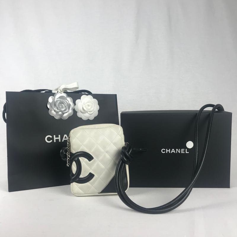 63de5f466ab Chanel Ligne Cambon Messenger Bag Wit - La Garderobe | Second hand